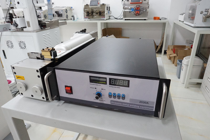 Ultrasonic Wire Splicer Machine